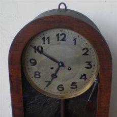 Relojes de pared: RELOJ DE PARED .. LA CAJA DE MADERA .. SIN POLILLA. Lote 27207046