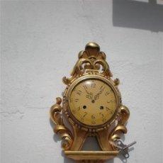Relojes de pared: RELOJ DE MADERA DORADA . Lote 21733310