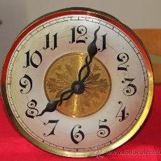 Relojes de pared: ANTIGUO RELOJ DE PARED DE PESAS CON ESFERA DE TAMAÑO GRANDE *. Lote 31568222
