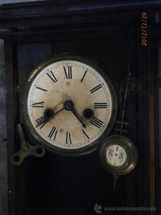 Relojes de pared: Reloj de pared, esfera de papel, con péndulo y llave. 40x21cm aprox. No funciona - Foto 2 - 34952103