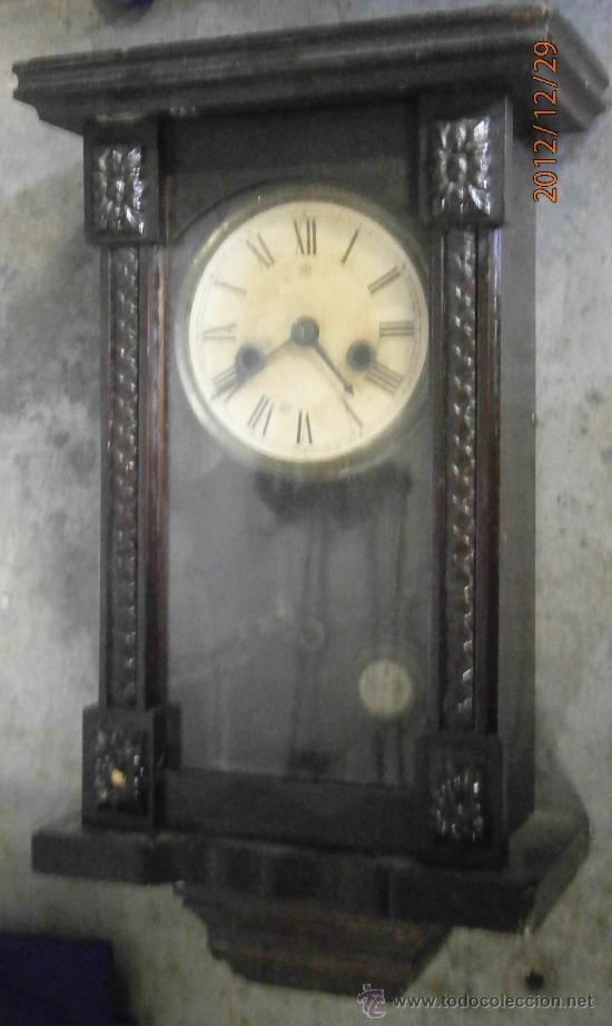 Relojes de pared: Reloj de pared, esfera de papel, con péndulo y llave. 40x21cm aprox. No funciona - Foto 3 - 34952103