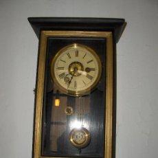 Relojes de pared: RELOJ DE PARED ANTIGUO ALTO 43 ANCHO 21 FONDO 11. Lote 35589510