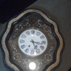 Relojes de pared: RELOJ DE PARED OJO DE BUEY . DECORACIÓN NACAR - MAQUINA SIN SONERIA - FUNCIONANDO. Lote 35662745