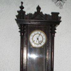 Relojes de pared: BONITO RELOJ ANTIGUO. ESFERA EN ESMALTE Y BRONCE. FABRICANTE C.COPPEL. CONSERVA LA LLAVE.. Lote 36115813