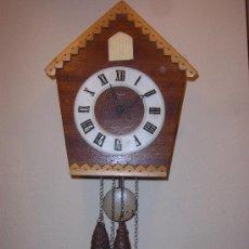 Relojes de pared: BONITO Y RARO RELOJ CUCU HECHO EN RUSIA,TOTALMENTE MECÁNICO Y FUNCIONAL.ESPECIAL PARA COLECCIONISTAS. Lote 31203507