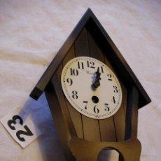Relojes de pared: RELOJ A CUERDA CON SU PENDULO EN . Lote 40702115