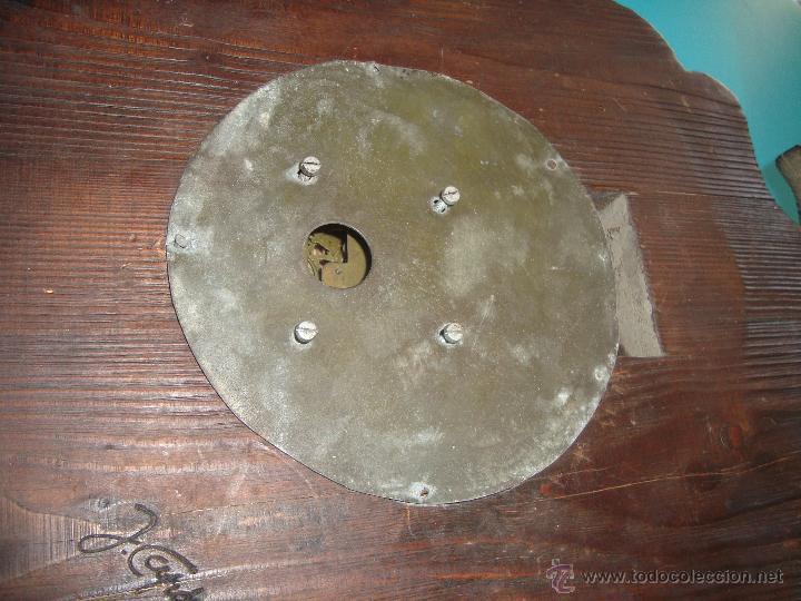 Relojes de pared: RELOJ DE CARGA MANUAL, RUSTICO EN MADERA TALLADA DECORADO Y FIRMADO - Foto 4 - 41044924