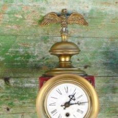 Relojes de pared: RELOJ ANTIGUO ESTILO IMPERIO CORONADO AGUILA BRONCE TIPO CARRO O TREN. Lote 42997045