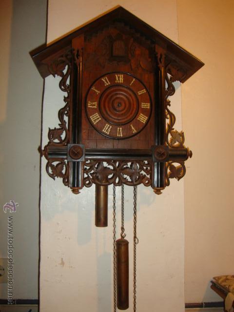 EXCELENTE RELOJ CUCU EN MADERA DE NOGAL, ORIGINAL FUNCIONA PERFECTO. (Relojes - Pared Carga Manual)