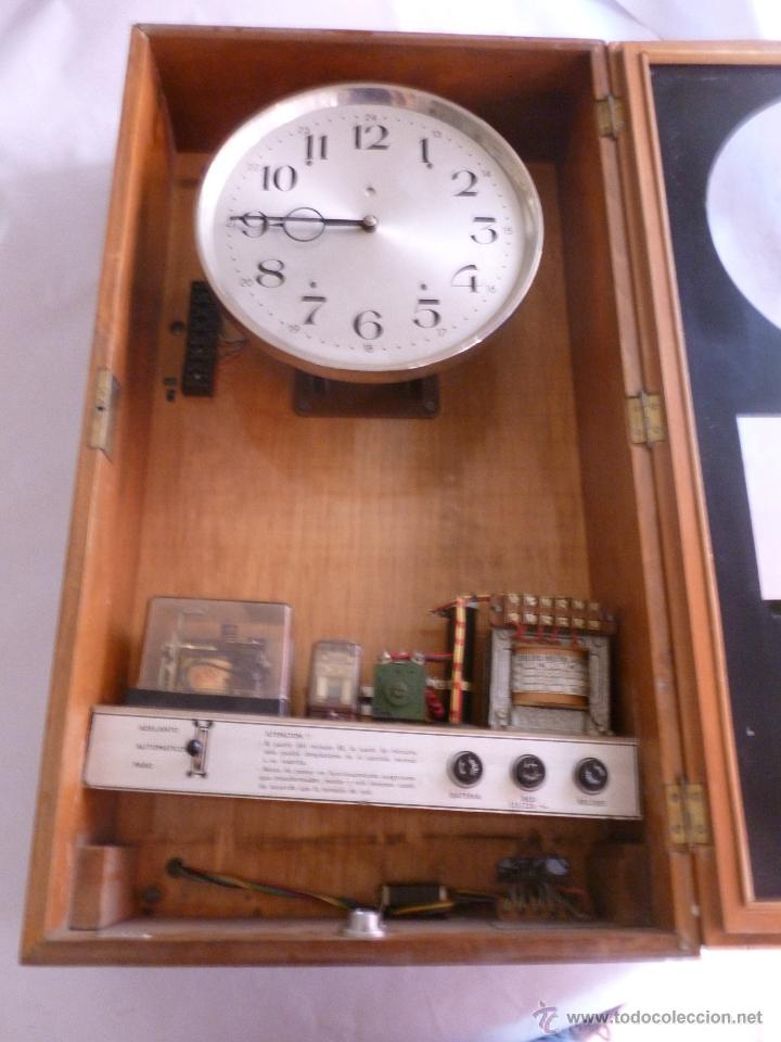 JOYA PARA COLECCIONISTAS. RARISIMO RELOJ ELECTRICO DE LA PHUC. SIN CHEQUEAR (Relojes - Pared Carga Manual)