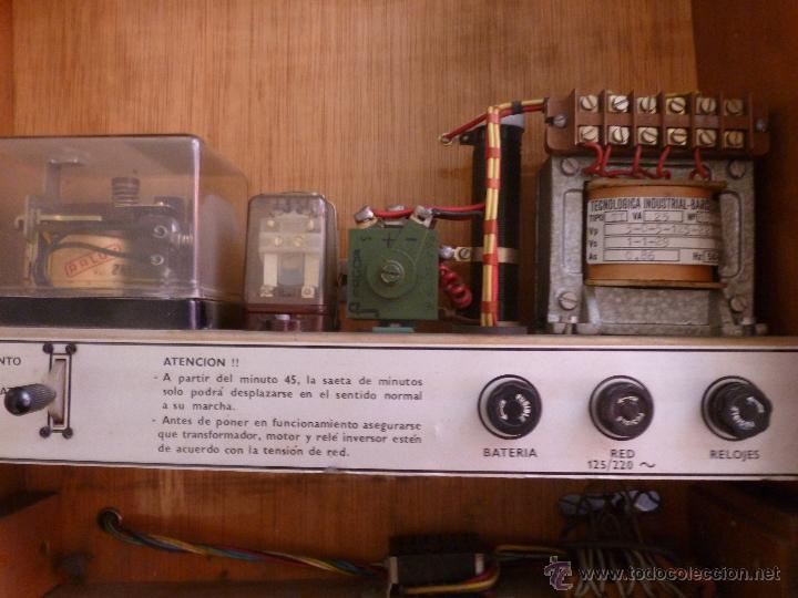 Relojes de pared: JOYA PARA COLECCIONISTAS. RARISIMO RELOJ ELECTRICO DE LA PHUC. SIN CHEQUEAR - Foto 3 - 43804222