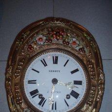 Relojes de pared: PRECIOSO Y ORIGINAL RELOJ MOREZ CON PÉNDULO DE MOVIMIENTO. Lote 34456249