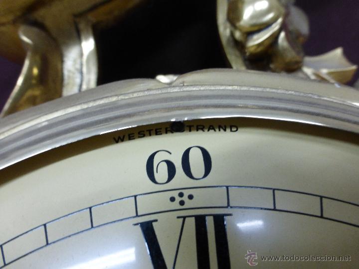 Relojes de pared: IMPORTANTE Y CURIOSO RELOJ DE PARED CON RETABLO EN MADERA TALLADA A MANO Y POLICROMADA AL ORO FINO - Foto 11 - 45026884
