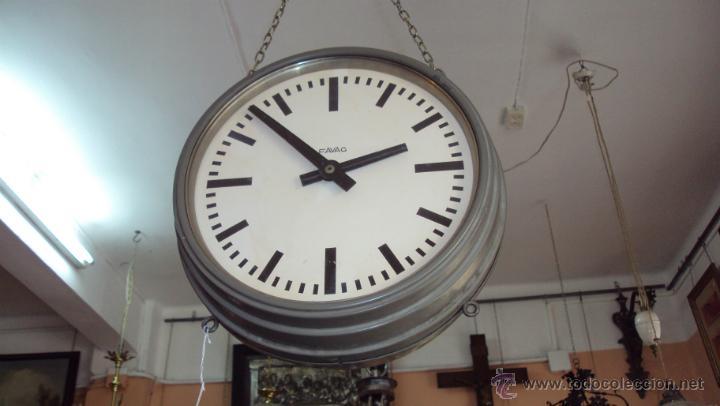 RELOJ ELÉCTRICO DE ESTACIÓN MARCA FAVAG XIX - DOBLE CARA VISIBLE (Relojes - Pared Carga Manual)