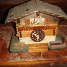 Relojes de pared: RELOJ CUCUT DE MADERA DE LOS AÑOS 60. Lote 45388289