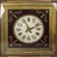 Relojes de pared: RELOJ ESTILO ISABELINO ESFERA EN METAL Y NUMEROS EN PORCELANA. S. XIX. . Lote 53969877