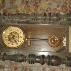Relojes de pared: RELOJ PARED MAS DE 80 AÑOS,ADJUNTO FOTOS DE LA EPOCA. Lote 46708340