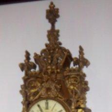Relojes de pared: RELOJ DE PARED CARTEL NEOGÓTICO EN BRONCE DORADO DEL SIGLO XIX.. Lote 47893376