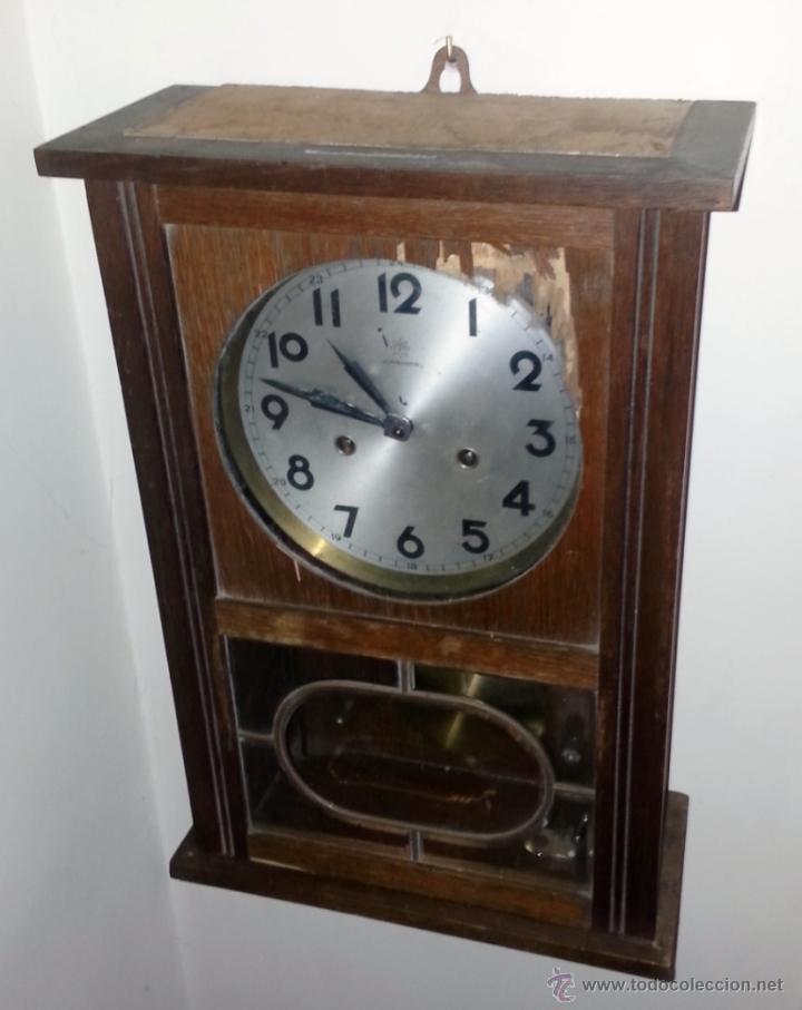 Relojes de pared: JUNGHANS, RELOJ DE PÉNDULO DE PARED. CIRCA 1925. PARA REPASO. CAJA DE NOGAL. - Foto 2 - 47996701