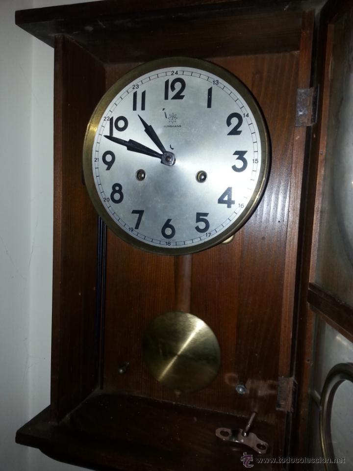 Relojes de pared: JUNGHANS, RELOJ DE PÉNDULO DE PARED. CIRCA 1925. PARA REPASO. CAJA DE NOGAL. - Foto 4 - 47996701
