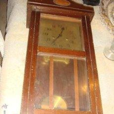 Relojes de pared: ANTIGUO RELOJ DE PARED EN MADERA AÑOS 20-30. Lote 43802278