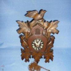 Relojes de pared: RELOJ DE CUCO DE MADERA TALLADA, ANTIGUO LAS CADENAS ESTAN DESMONTADAS VER + FOTOS. Lote 48223764