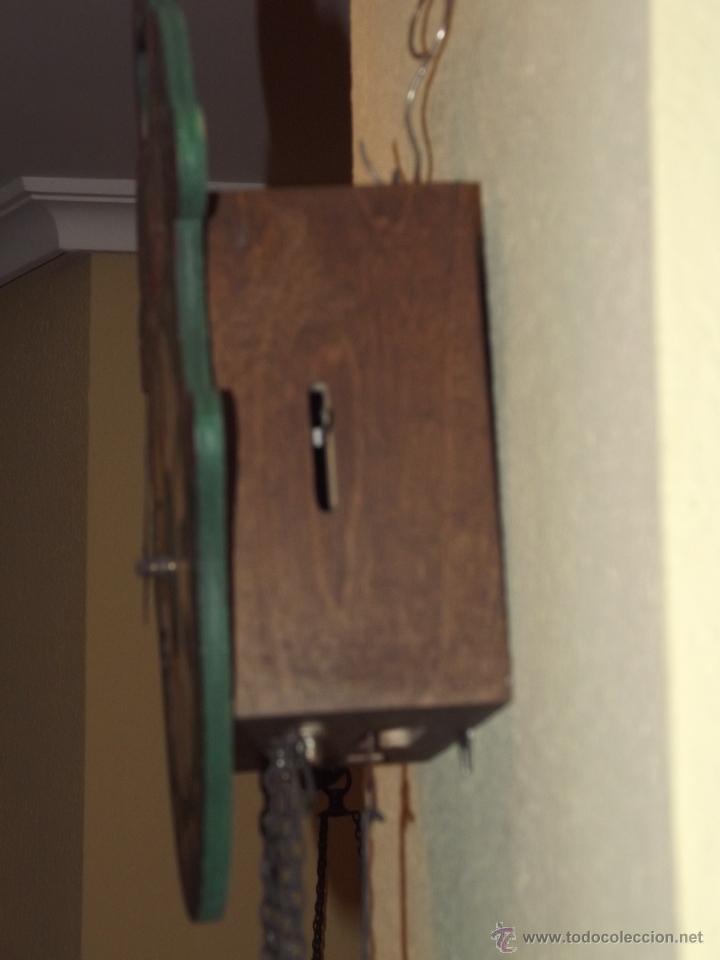 Relojes de pared: RELOJ DE PARED CON BONITOS DIBUJOS DE FLORES PINTADOS A MANO.CUERDA 7-8 DÍAS. - Foto 5 - 48597481