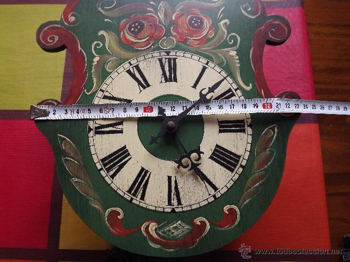 Relojes de pared: RELOJ DE PARED CON BONITOS DIBUJOS DE FLORES PINTADOS A MANO.CUERDA 7-8 DÍAS. - Foto 11 - 48597481