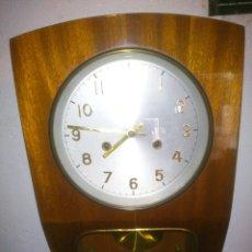 Relojes de pared: RELOJ ANTIGUO ALEMÁN DE PARED MECÁNICO A CUERDA CON PÉNDULO.. Lote 49171852