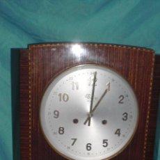 Relojes de pared: RELOJ PARED CARGA MANUAL LLAVE CUERDA VALY GIJON JOYERIA CON PENDULO CRISTAL MADERA CALIDAD. Lote 117220952