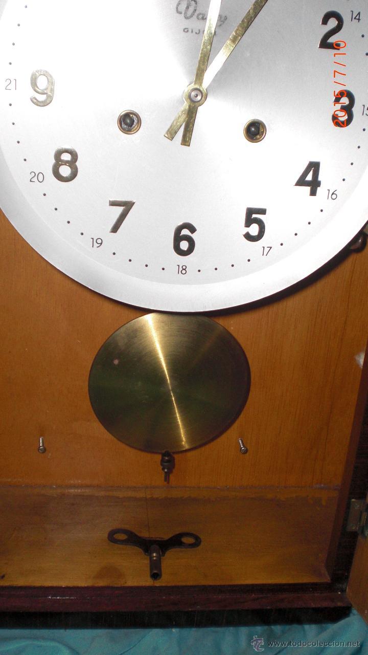 Relojes de pared: RELOJ PARED CARGA MANUAL LLAVE CUERDA VALY GIJON JOYERIA CON PENDULO CRISTAL MADERA CALIDAD - Foto 7 - 117220952