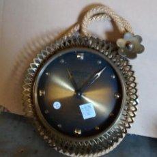 Relojes de pared: RELOJ DE PARED ATLANTA UNIVERS, DE CUERDA, 12 CM DE DIÁMETRO DE ESFERA, FUNCIONA. Lote 50398696