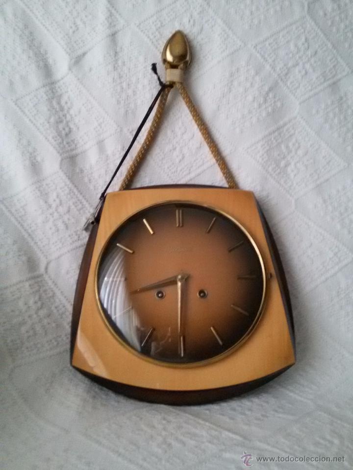 Relojes de pared: ORIGINAL Y ANTIGUO RELOJ DE PARED- ALEMÁN JUNGHANS-DE MADERA Y METAL EL REVERSO-NECESITA LIMPIEZA - Foto 2 - 50868846