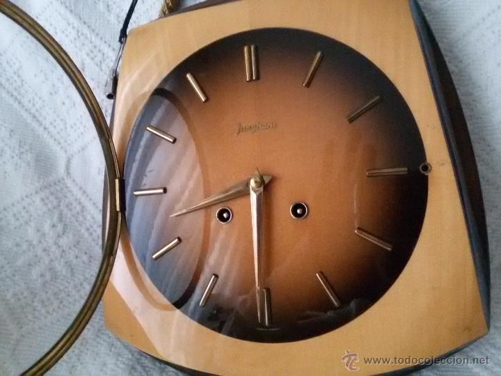 Relojes de pared: ORIGINAL Y ANTIGUO RELOJ DE PARED- ALEMÁN JUNGHANS-DE MADERA Y METAL EL REVERSO-NECESITA LIMPIEZA - Foto 5 - 50868846