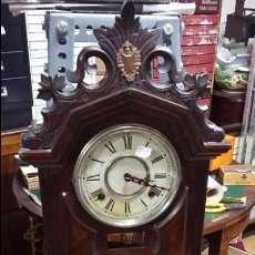 Relojes de pared: RELOJ DE PARED CON CALENDARIO. FUNCIONANDO. CON SU LLAVE ORIGINAL. Lote 50970958