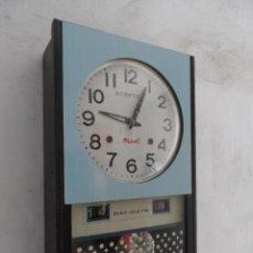 Relojes de pared: RELOJ CARILLON VINTAGE A CUERDA SCIENTIFIC ORIENT DISEÑO VINTAGE CON CURIOSO SISTEMA CALENDARIO. Lote 52467156