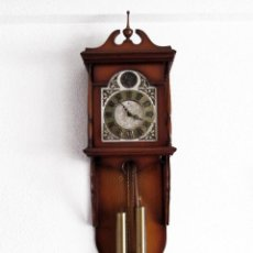 Relojes de pared: RELOJ DE PARED TEMPUS FUGIT. PENDULO. FUNCIONANDO. 103 X 33 CM APROX.. Lote 53336274