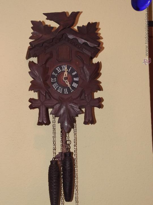VIEJO RELOJ CUCU,TOTALMENTE MECÁNICO Y FUNCIONAL. (Relojes - Pared Carga Manual)