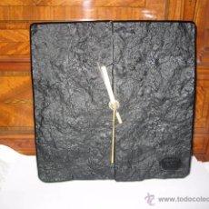 Relojes de pared: RELOJ DE PARED CERAMICA NEGRO MARCA SUNFORM QUARTZ JAPAN MEDIDA 22 X 22 CM.. Lote 53989912