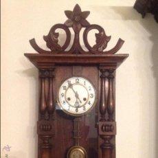 Relojes de pared: RELOJ DE PARED DE MADERA FUNCIONA. Lote 54703494