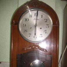 Relojes de pared: ANTIGUO RELOJ DE PARED. MONREAL. FABRICADO EN ESPAÑA 61X 35 X 14 CM CON SONERÍA.. Lote 54911080