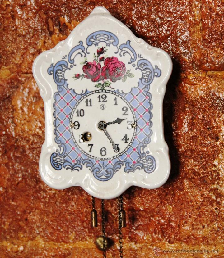 PEQUEÑO RELOJ DE PORCELANA ALEMAN (Relojes - Pared Carga Manual)