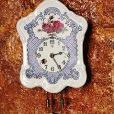 Relojes de pared: PEQUEÑO RELOJ DE PORCELANA ALEMAN. Lote 55035266