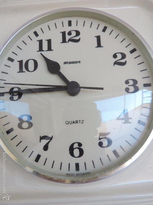 RELOJ DE PARED BLANCO STAIGER CUARZO - DE CERÁMICA BLANCA REALIZADO EN ALEMANIA EN LOS AÑOS 60,S (Relojes - Pared Carga Manual)