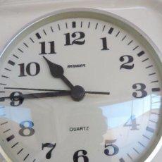 Relojes de pared: RELOJ DE PARED BLANCO STAIGER CUARZO - DE CERÁMICA BLANCA REALIZADO EN ALEMANIA EN LOS AÑOS 60,S. Lote 125342586