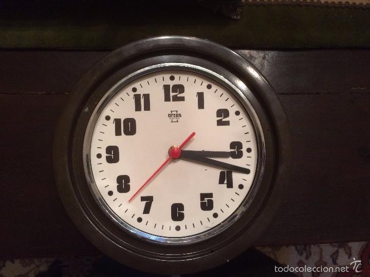 ANTIGUO RELOJ DE PARED MARCA ARCOS ELECTRIC DE LOS AÑOS 70 (Relojes - Pared Carga Manual)