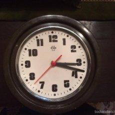 Relojes de pared: ANTIGUO RELOJ DE PARED MARCA ARCOS ELECTRIC DE LOS AÑOS 70 . Lote 57419443
