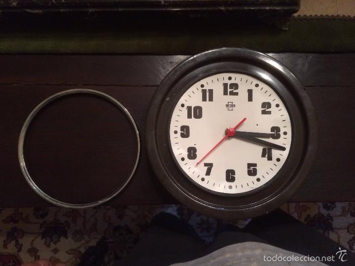 Relojes de pared: Antiguo reloj de pared marca Arcos Electric de los años 70 - Foto 5 - 57419443