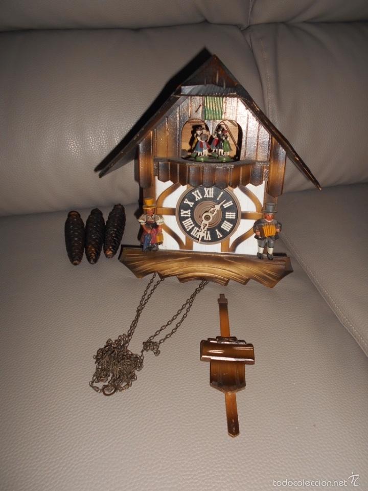 ANTIGUO RELOJ DE PARED CUCO SELVA NEGRA AÑOS 60 70 CON CADENAS Y PESAS COMPLETO (Relojes - Pared Carga Manual)