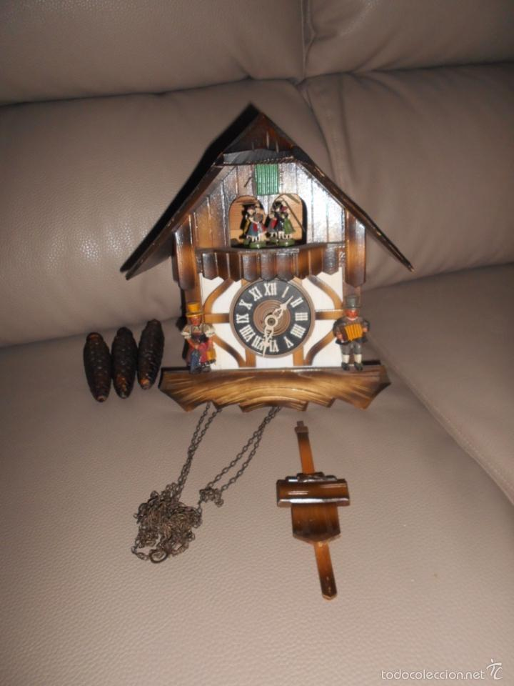 Relojes de pared: Antiguo reloj DE PARED cuco Selva Negra años 60 70 con cadenas y pesas Completo - Foto 2 - 142224345